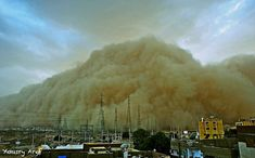 A sand storm moments before it engulfed the city of Aswan. Credit: Yousry Aref Egypt's Aswan was overcome with a sandstorm in a scale never before seen, leaving Egypt Culture, Egypt Fashion, Wild Weather, Visit Egypt, Lost City, Pictures Of People, Natural Phenomena, Extreme Weather, Mayo