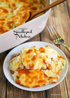 Cheesy Scalloped Potatoes - THE BEST potatoes EVER! Everything cooks in the same…