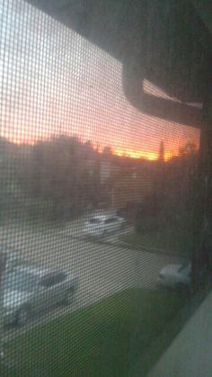 UN atardecer  atraves  de mi ventana