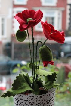 Felt Potted Poppy Plant by MustardPotFlowers on Etsy. Bring your crafted poppies to The Coach House Felt Flowers, Diy Flowers, Fabric Flowers, Paper Flowers, Felt Roses, Felt Fabric, Felt Hearts, Felt Diy, Wet Felting