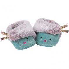 Les chaussons bleus chat Les Pachats par Moulin Roty en velours éponge turquoise maintiendront les petits pieds de bébé au chaud.