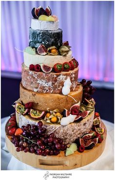 Eye Catching Cakes For the alternative wedding: a cheese cake with hole-y proportions.For the alternative wedding: a cheese cake with hole-y proportions. Alternative Wedding Cakes, Wedding Cake Alternatives, Cheese Tower, Buffet Dessert, Cake 2017, Wheel Cake, Cheesecake Wedding Cake, Bolo Floral, Beaux Desserts