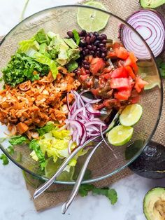 Vegan summer salad with jackfruit pulled pork and a Southwest themed dressing #salad #vegan #summerrecipes Easy Salads, Healthy Salad Recipes, Summer Salads, Vegetarian Recipes, Pasta Recipes, Avocado Lime Dressing, Avocado Salad, Avocado Pesto, Jackfruit Pulled Pork