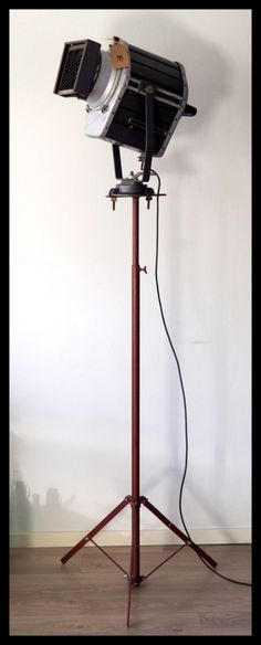 TOPSTUK! Industriële voormalig DDR statief lamp!  Zeldzaam model! (meerdere beschikbaar!)