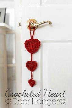 Make this beautiful and simple crochet heart door hanger for Valentine's Day! Whips up in a half an hour or less! #valentinesday