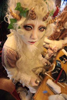 Shironuri Gama Shironuri makeup (both in Halloween Cosplay, Cosplay Costumes, Halloween Costumes, Girl Halloween, Cosplay Makeup, Halloween 2018, Cosplay Ideas, Halloween Makeup, Halloween Ideas