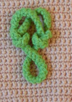 Craftybegonia's Pursenality Shoppe: Kathlyn Frog Closure. A FREE tutorial by Craftybegonia.