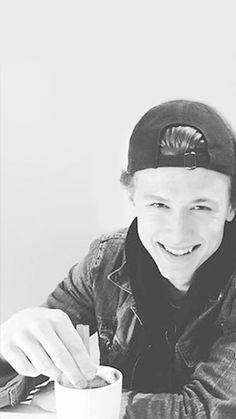 Skam lockscreens - black and white lockscreens of tarjei and henrik ♡. Skam Isak, Isak & Even, Gay Couple, Cute Boys, Beautiful People, Crushes, Tv Shows, Wattpad, Black And White