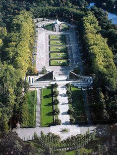 Aerial view of the Soviet War Memorial, Treptower Park, Berlin Berlin Berlin, West Berlin, Berlin Wall, Berlin Germany, Berlin Ick Liebe Dir, Places To Travel, Places To Go, Monument Park, War Memorials