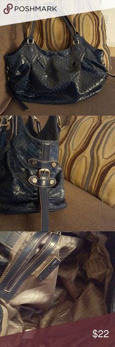 """SIMPLY VERA by vera wang TOTE/SHOPPER Navy blue Very roomy Gray lining with simply vera imprint Adustable side straps 12"""" hang Approx 10""""x17"""" EUC Simply Vera Vera Wang Bags Totes"""