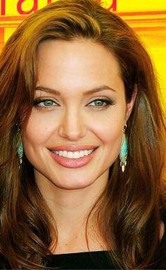 Angelina Jolie Makeup, Angelina Joile, Brad Pitt And Angelina Jolie, Beautiful Celebrities, Most Beautiful Women, Tomb Raider Angelina Jolie, Actress Fanning, Woman Smile, Provocateur