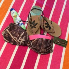 Team REALTREE Camo bandeau style bikini top Removable neck strap, lined cup REALTREE Swim Bikinis
