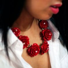 Beautiful rose beaded necklace as seen in spring/summer lookbooks, make your own, it's so simple!