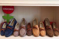 Estanterías llenas de mocasines para este Otoño.  #Chuches #shoes #shoeschuches #shoeskids #Kids #CalzadoChuches #Colores #Mocasines #RincónDeMiReina