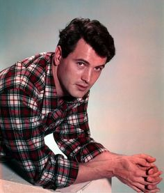 Mainly known for being the Hollywood Star who put AIDS on the map of consciousness, Rock Hudson was much more than that. He had an unbroke. Hollywood Girls, Hollywood Actor, Golden Age Of Hollywood, Vintage Hollywood, Hollywood Stars, Classic Hollywood, Hollywood Icons, Hollywood Glamour, Old Movie Stars