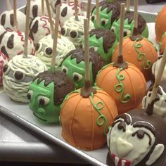 Halloween Caramel and Chocolate Apples halloween dessert Halloween Snacks, Halloween Candy Apples, Theme Halloween, Halloween Goodies, Halloween Cakes, Group Halloween, Jolly Rancher, Cakes Originales, Comida Picnic