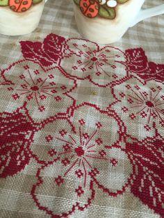 Allo scoccare della mezzanotte Cross Stitch Designs, Cross Stitch Patterns, Embroidery Stitches, Hand Embroidery, Bargello, Sewing Notions, Blackwork, Needlepoint, Needlework