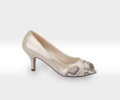 Ayakkabının , mutlulukla kesin bir ilgisi olmalı ! #fashion #fashionable #newseason #yenisezon #ilkbaharyaz #springsummer #style #stylish #polaris #polarisayakkabi #shoe #shoelover #ayakkabı #shop #shopping #women #womanfashion #ss15 #summerspring