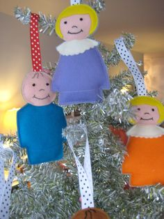 Little People Felt Christmas Ornaments .. how fun.