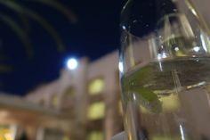 #ginandtonic #happyhour #cocktails #shangrila #bokeh #longexposure Alcoholic Drinks, Cocktails, Gin And Tonic, Long Exposure, Bokeh, Happy Hour, White Wine, Glass, Instagram Posts