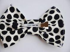 DIY: Hair Bow. Okay, so this tutorial is about how to make them for little girls, but I think it's a really good method.