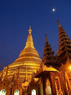 Shwedagon Pagoda. Yangon, Myanmar.