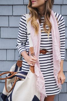 A striped tee shirt dress is the perfect go-to spring piece. Dress it up with wedge sandals or with sneakers for the weekend. Love the outfit but I LOVE THAT BAG! Estilo Navy, Estilo Preppy, Spring Dresses, Spring Outfits, Spring Clothes, Mini Dresses, Summer Outfit, Casual Dresses, Formal Dresses