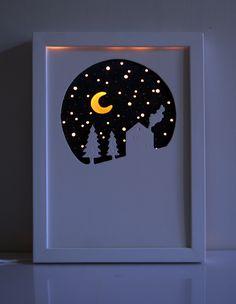 Veilleuse décorative pour chambre d'enfants. Matériaux: bois, acrylique éclairage led 12 v Dimensions: 24*33 cm Ornamental night light for child's room. Materials: wood, acrylic lighting led 12 v Size: 24*33 cms