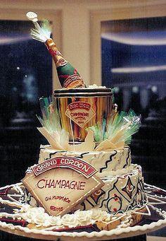 The Last Word in Original Cake Design Fancy Cakes, Mini Cakes, Cupcake Cakes, Cupcakes, Holiday Cakes, Holiday Treats, Beautiful Cakes, Amazing Cakes, Rosebud Cakes