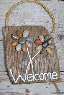 Welcome sign driftwood art rocks on wood pebble art wooden sign flowers on Driftwood Frame, Driftwood Signs, Driftwood Crafts, Stone Crafts, Rock Crafts, Arts And Crafts, Art Pierre, Rock Flowers, Art Flowers
