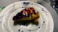 Nydelig ostekake med bær.
