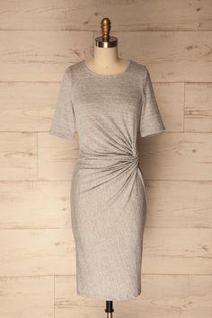 Light grey midi t-shirt dress with knot detail - Robe en style t-shirt grise pâle avec noeud décoratif