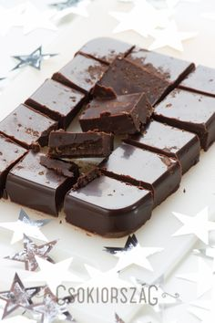 chocolate fudge with cherry and brandy maybe use ameretto instead Death By Chocolate, Like Chocolate, Chocolate Fudge, Sweets Recipes, Candy Recipes, Amaretto Cake, Yummy Treats, Yummy Food, Hungarian Recipes