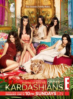 Khloe & Kourtney Kardashian Kylie & Kendall Jenner with Kim Kardashian West Khloe Kardashian, Familia Kardashian, Kardashian Kollection, Jenner Girls, Jenner Family, Jenner Sisters, Kendall Jenner, Designer, Celebs