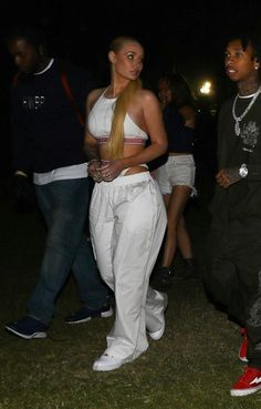 White shoe trend Coachella 2018 proved white shoes are not going anywhere soon. The star studded Coachella officially started last weekend with many celebrities joined the party and put their best summer styles on display. Iggy Azalea, Tupac And Jada, Coachella 2018, Coachella Shoes, Party Fashion, Fashion Outfits, Hot Outfits, Celeb Leaks, Gemini Woman