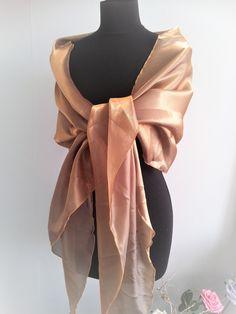 Long gold stole (shawl) satin organza for a evening dress/ Lange gala sjaal voor een avondjurk/galajurk kleur goud.