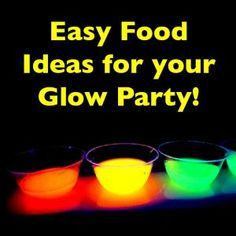 Find Glow In The Dark Yard Games. Surprise the kids and add some more fun to yard games. With glow in the dark equipment it's easy! Just check the inspiration below and choose from glow sticks, yarn, rocks, bocce balls and many more. Glow In Dark Party, Glow Stick Party, Glow Sticks, Glow Party Food, Black Light Party Ideas, Glow In The Dark Cupcakes, Neon Cupcakes, Glow Party Decorations, Neon Birthday