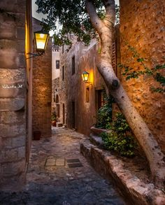 The alleys of Monemvasia, Greece Places To Travel, Places To See, Monemvasia Greece, Beautiful World, Beautiful Places, Places Around The World, Around The Worlds, Toscana, Greece Travel