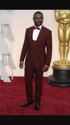 Red Carpet Watch: Oscars 2015 - Oyelowo in & Gabanna. Maroon Suit Mens, Burgundy Suit, Red Suit, Celebrity Red Carpet, Celebrity Look, Celebrity Dresses, Oscar Gowns, Best Dressed Man, Red Carpet Looks