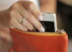 Everpurse, the purse charges your phone!