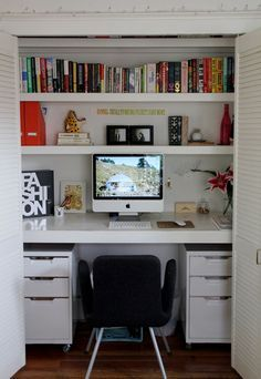You won't mind getting work done with a home office like one of these. See these 20 inspiring photos for the best decorating and office design ideas for your home office, office furniture, home office ideas Small Home Office Desk, Home Office Closet, Closet Desk, Guest Room Office, Office Nook, Closet Bedroom, Closet Space, Diy Bedroom, Bedroom Storage