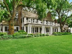 If we're not summering aboard it HAS to be the Hamptons - everywhere else is such a Drag in the heat. Hamptons House, The Hamptons, Cottage, White Houses, Classic House, My Dream Home, Dream Homes, Traditional House, Old Houses