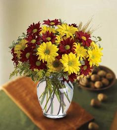 """""""Dramatic Daisies"""".  Autumn Daisies, Fall Flower Arrangements Rio Rancho, Fall Vase Arrangements Albuquerque New Mexico.  http://www.peoplesflowers.com/product.cfm/iteID/2553"""