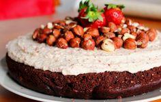 Bolo de Chocolate e Centeio com Cobertura de Avelã