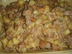 Spezzatino di vitellone con patate e finferli Sausage, Beef, Chicken, Dinner, Food, Meat, Dining, Sausages, Food Dinners