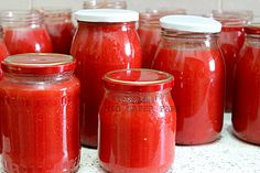 Salsa di pomodoro fatta in casa passo passo:voglio mostrarvi come possiamo mantenere le vecchie tradizioni anche nelle nostre cucine piccole poco attrezzate