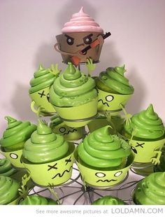 A huge wave of zombies cupcakes are approaching!!