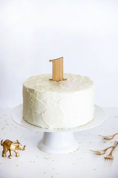 This is darling and perfect for a smash take! Amber Bamboo Number Cake Topper from Splendid Supply Co.