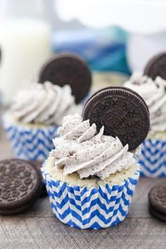 These Cookies and Cream Oreo Cupcakes are a moist vanilla cupcake stuffed with Oreo cookies and topped with an Oreo buttercream frosting. This is the ultimate Oreo cupcake made from scratch.