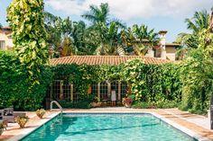 Hotel Escalante Naples Florida Wedding Photographer Pool Side Garden // www.StillsByHernan.com